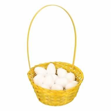 Geel paasmandje met witte piepschuim eieren 23cm
